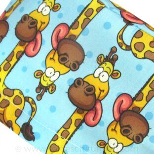 calots-chirurgiens-femme-cheveux-longs-girafes-langues-333